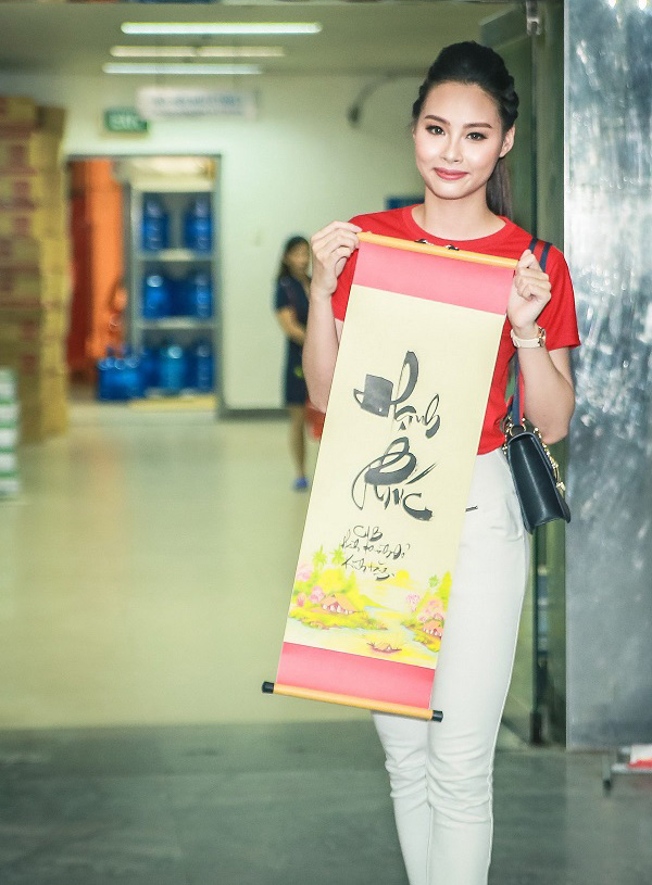 Hoa hậu Mỹ Linh sắm vai chị Hằng yêu thương bệnh nhi - 15