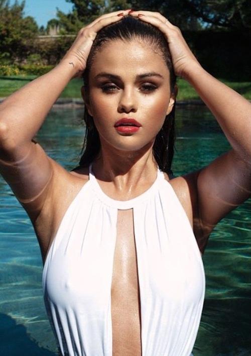 Diện bikini, Selena Gomez cũng sexy chẳng kém ai! - 2