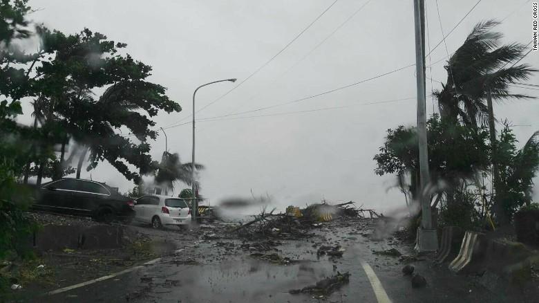 Ảnh: Siêu bão mạnh nhất năm 2016 càn quét Đài Loan - 7