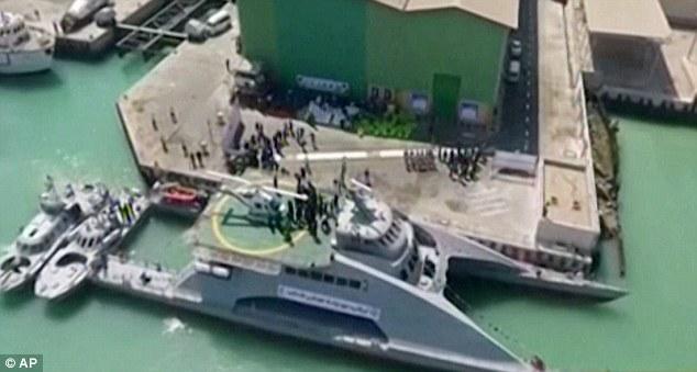 Iran ra mắt tàu cao tốc có thể chở máy bay trực thăng - 1