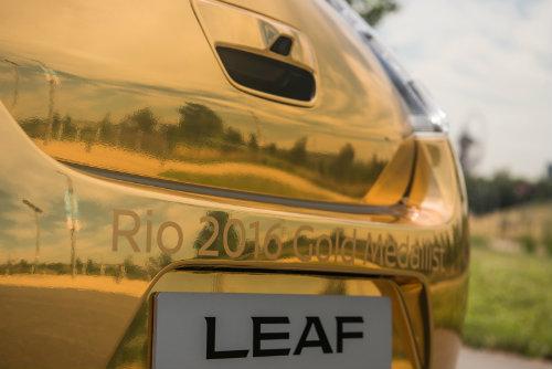 Nissan tặng ôtô vàng cho nhà vô địch điền kinh Paralympic 2016 - 6