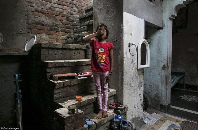 Chuyện kể rùng rợn của 5 cô gái Ấn Độ bị hãm hiếp - 1