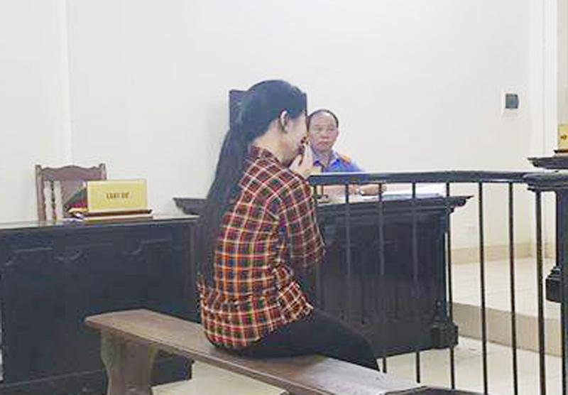 Luật sư bật khóc trong phiên xử người đàn bà giết con - 1