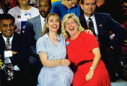 Soi phong cách thời trang của ứng viên TT Mỹ Hillary - 11