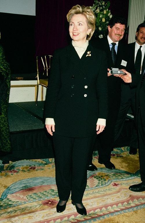 Soi phong cách thời trang của ứng viên TT Mỹ Hillary - 10
