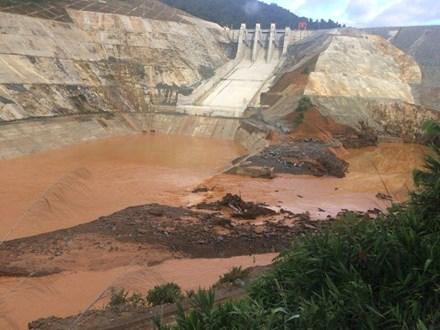 Bất thường việc đóng cửa van hầm dẫn dòng thủy điện Sông Bung 2 - 1