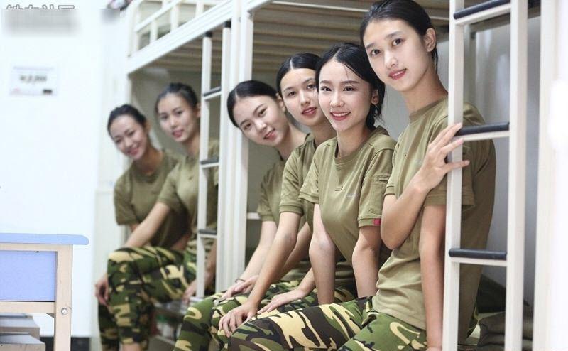 TQ: Nữ sinh học quân sự xinh hơn hoa hậu gây sốt - 1