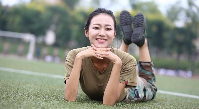 TQ: Nữ sinh học quân sự xinh hơn hoa hậu gây sốt - 10