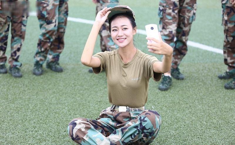 TQ: Nữ sinh học quân sự xinh hơn hoa hậu gây sốt - 11