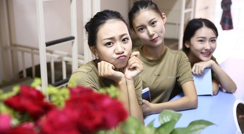 TQ: Nữ sinh học quân sự xinh hơn hoa hậu gây sốt - 2