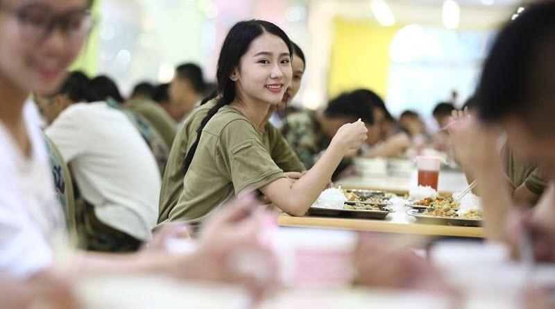 TQ: Nữ sinh học quân sự xinh hơn hoa hậu gây sốt - 3
