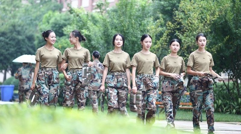TQ: Nữ sinh học quân sự xinh hơn hoa hậu gây sốt - 4