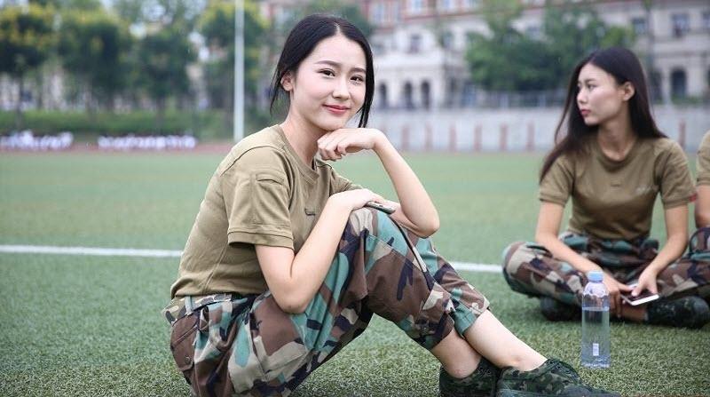 TQ: Nữ sinh học quân sự xinh hơn hoa hậu gây sốt - 7