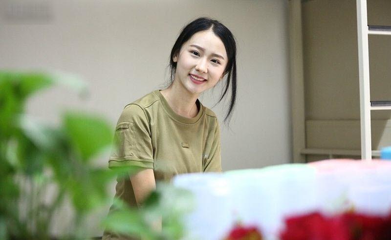 TQ: Nữ sinh học quân sự xinh hơn hoa hậu gây sốt - 8