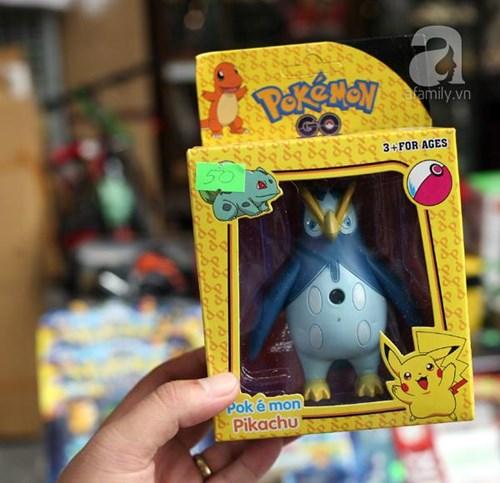 Phố Hàng Mã ngập đồ chơi 'ăn theo' Pokemon Go - 6