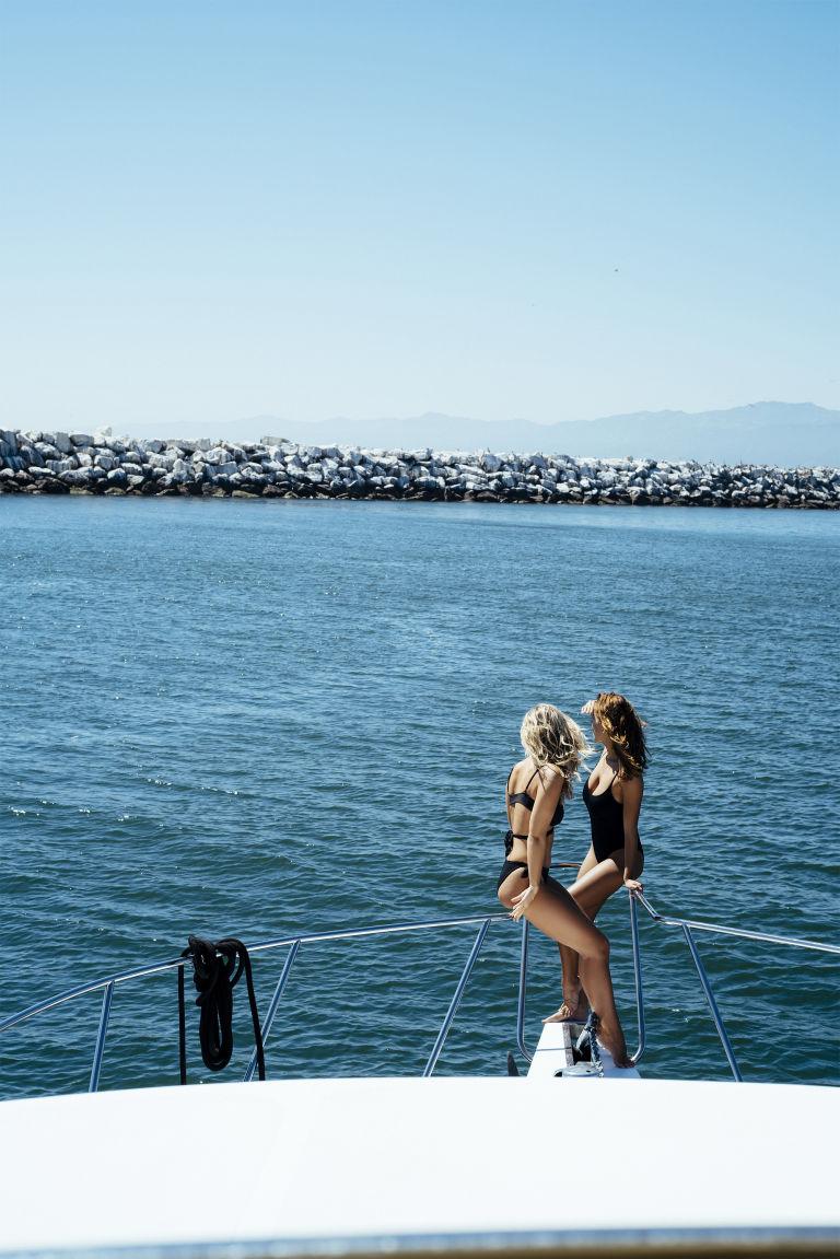 Gặp 2 mỹ nữ mặc bikini cả ngày không biết chán - 8
