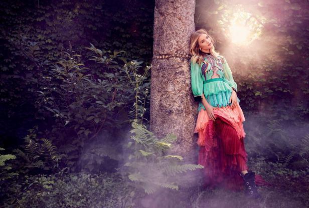 Rosie Huntington đẹp mộng mị với đầm ren quyến rũ - 2