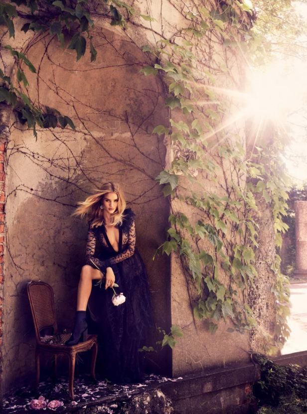 Rosie Huntington đẹp mộng mị với đầm ren quyến rũ - 6