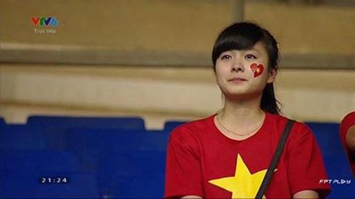 Cô gái khóc trong trận chung kết U19 bây giờ ra sao? - 1