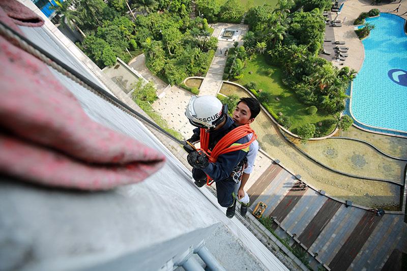 """Xem diễn tập cứu 1.000 người """"kẹt"""" ở cao ốc cao nhất VN - 10"""