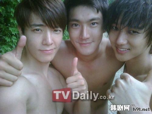 """Thành viên Super Junior """"dọa"""" tung ảnh nude của nhau - 10"""