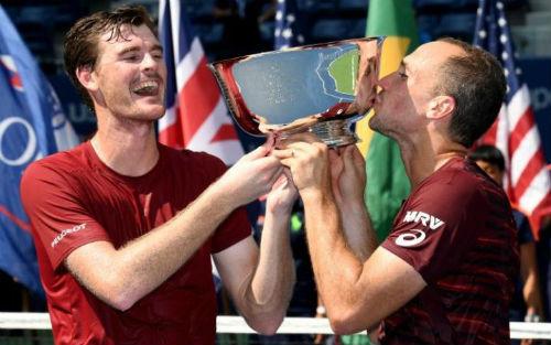 Anh em Murray lỡ đám tang ông nội vì Davis Cup - 2