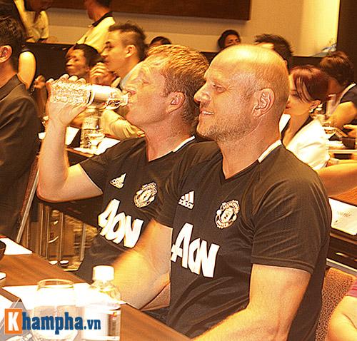 """Huyền thoại MU """"choáng"""" với fan Việt, thích Ronaldo hơn Cantona - 5"""