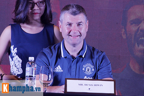 """Huyền thoại MU """"choáng"""" với fan Việt, thích Ronaldo hơn Cantona - 1"""