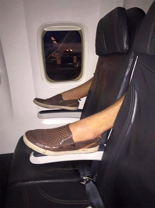 Đắng lòng khi gặp những cảnh này trên chuyến bay - 6