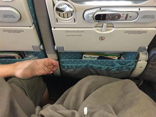 Đắng lòng khi gặp những cảnh này trên chuyến bay - 15