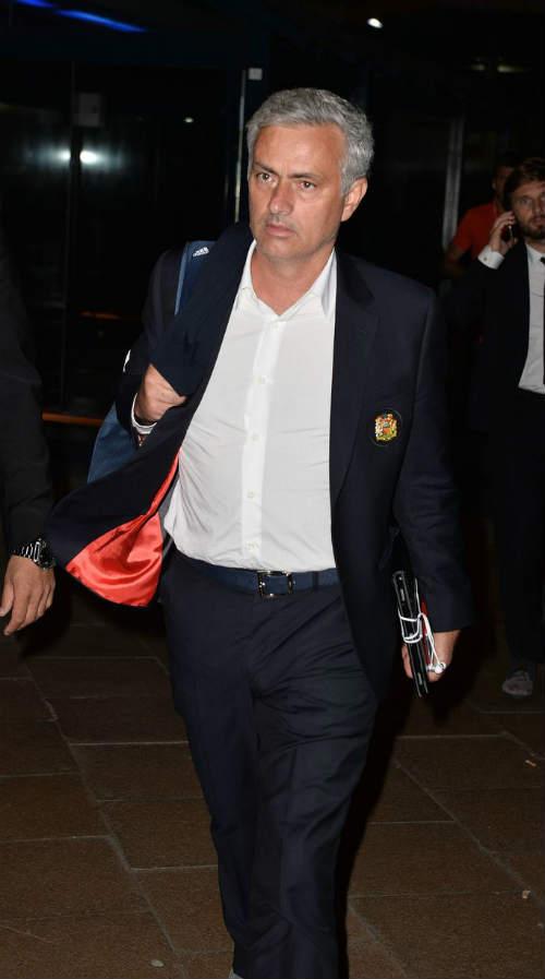 MU: Pogba đá kém vì cố bắt chước Messi - 4