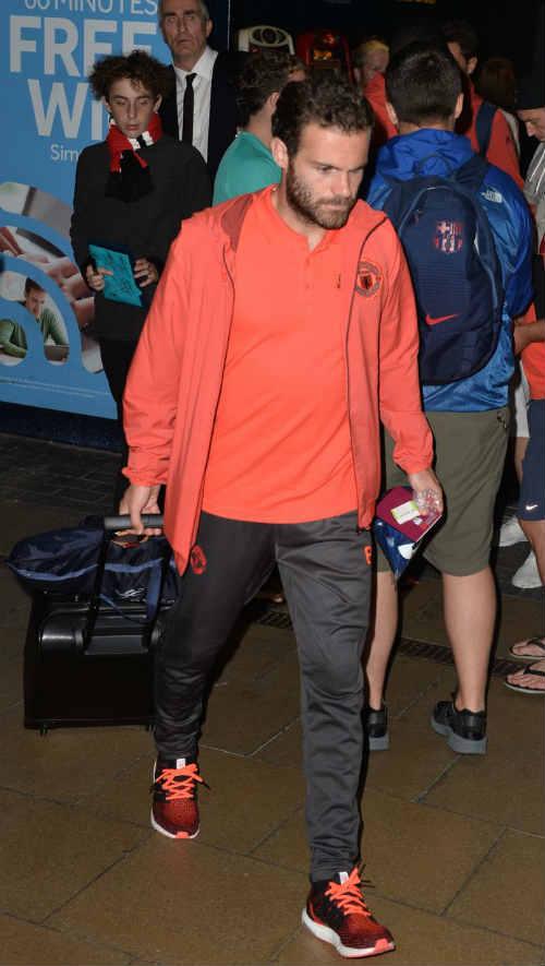 MU: Pogba đá kém vì cố bắt chước Messi - 9