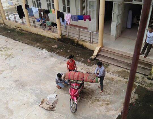 Xuất hiện thêm trường hợp chở xác bằng xe máy ở Sơn La - 2