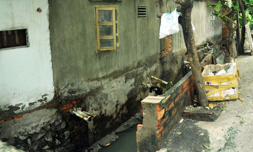 """Cận cảnh con kênh bị """"tố"""" gây ngập sân bay Tân Sơn Nhất - 12"""