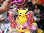 Phố Hàng Mã ngập đồ chơi 'ăn theo' Pokemon Go