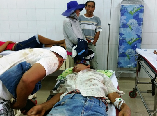 Hỗn chiến giành đất, 7 người họ hàng nhập viện - 2