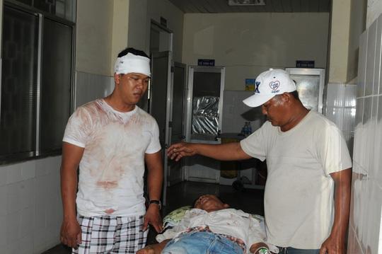 Hỗn chiến giành đất, 7 người họ hàng nhập viện - 1