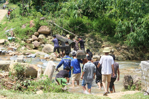 Bi thương vụ 10 người bị cuốn trôi ở Thanh Hóa - 1