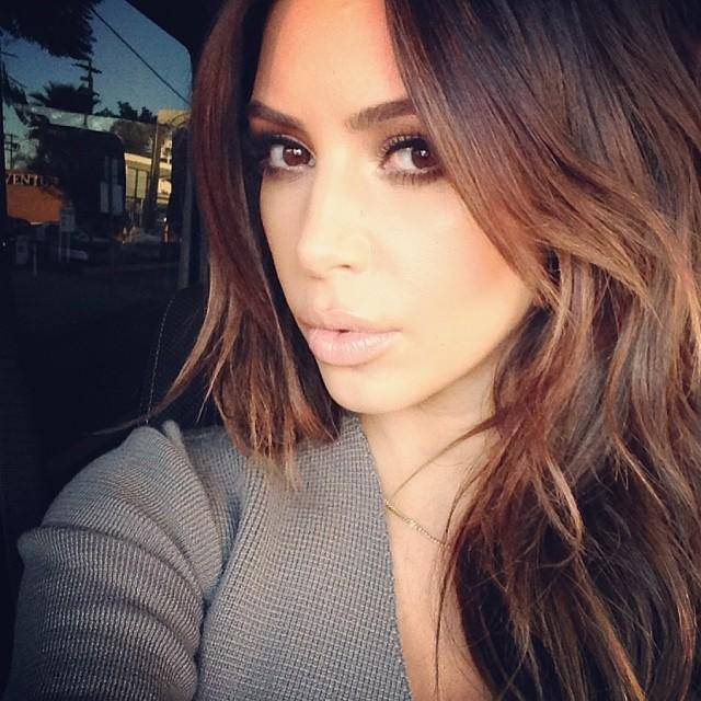 Nghiện selfie, Kim Kardashian chụp 6000 ảnh trong 4 ngày - 5