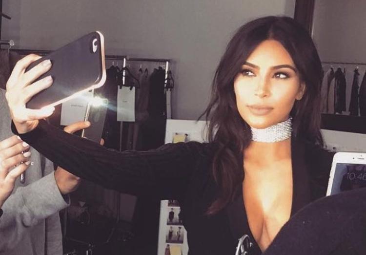 Nghiện selfie, Kim Kardashian chụp 6000 ảnh trong 4 ngày - 7