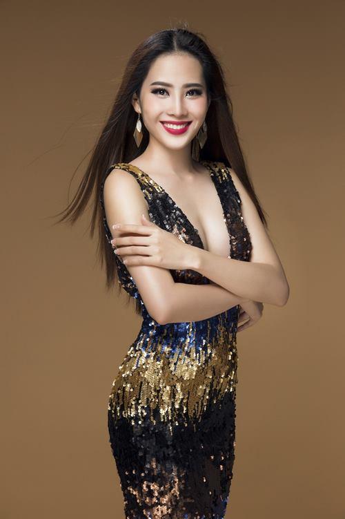 """Nam Em """"nóng từng cm"""" trước khi thi Hoa hậu Trái đất - 4"""