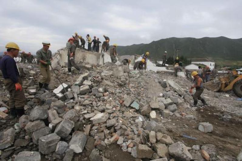 Triều Tiên điều gánh xiếc mua vui cho nạn nhân lũ lụt - 2