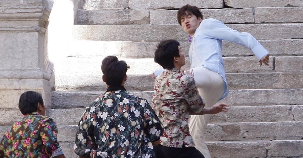 """Lộ hậu trường hành động của Lee Min Ho và """"máy bay bà già"""" - 2"""