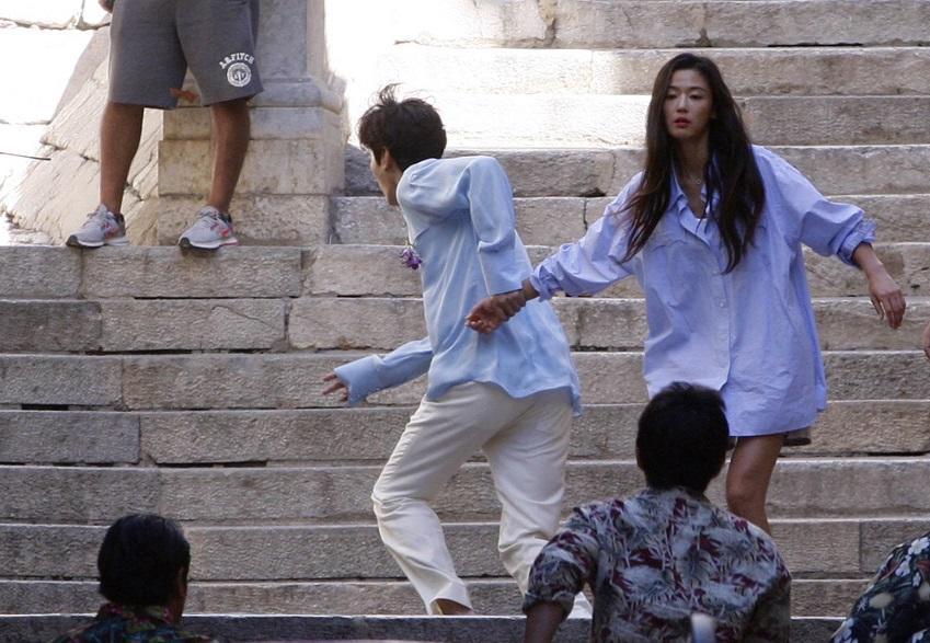 """Lộ hậu trường hành động của Lee Min Ho và """"máy bay bà già"""" - 5"""