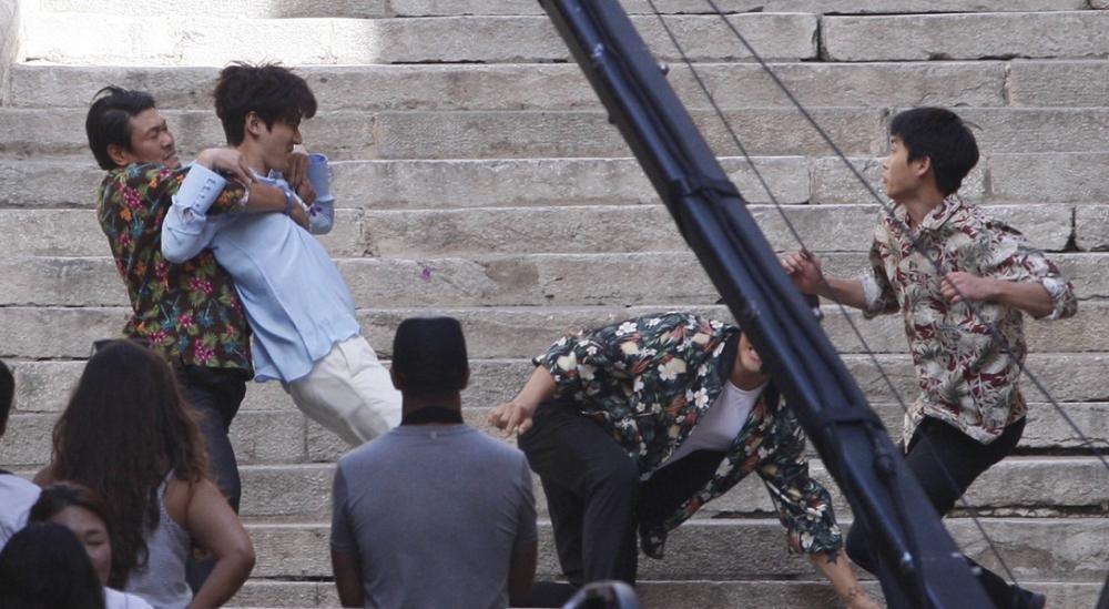 """Lộ hậu trường hành động của Lee Min Ho và """"máy bay bà già"""" - 4"""