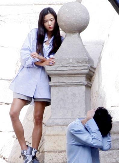 """Lộ hậu trường hành động của Lee Min Ho và """"máy bay bà già"""" - 7"""