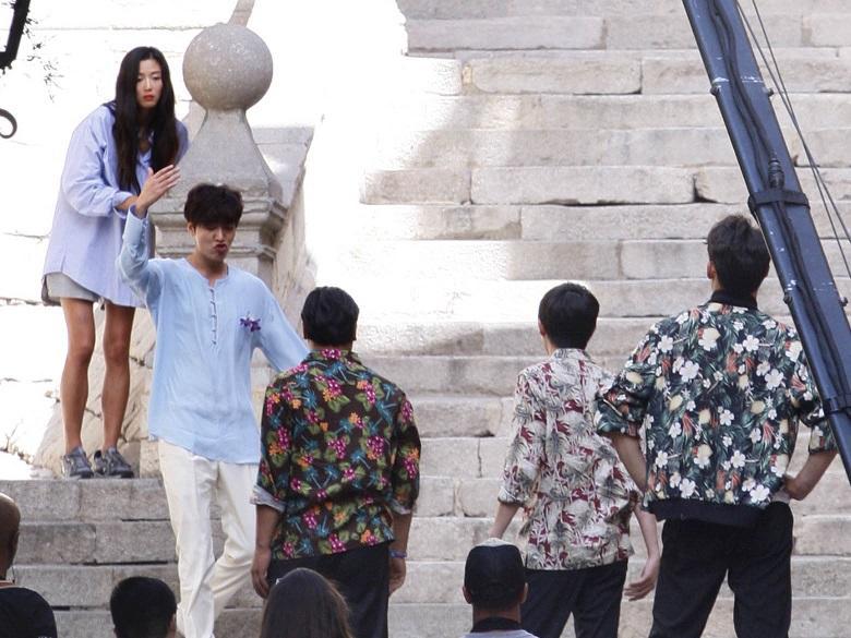 """Lộ hậu trường hành động của Lee Min Ho và """"máy bay bà già"""" - 11"""