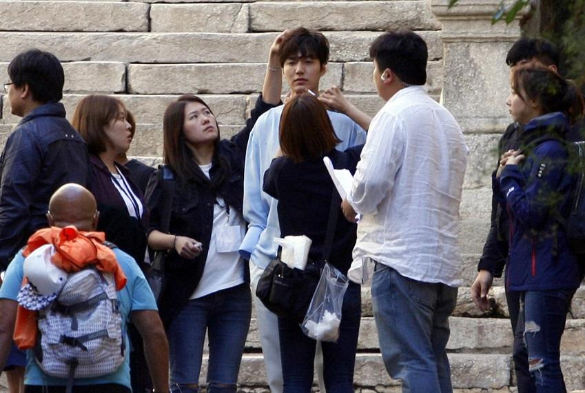 """Lộ hậu trường hành động của Lee Min Ho và """"máy bay bà già"""" - 9"""
