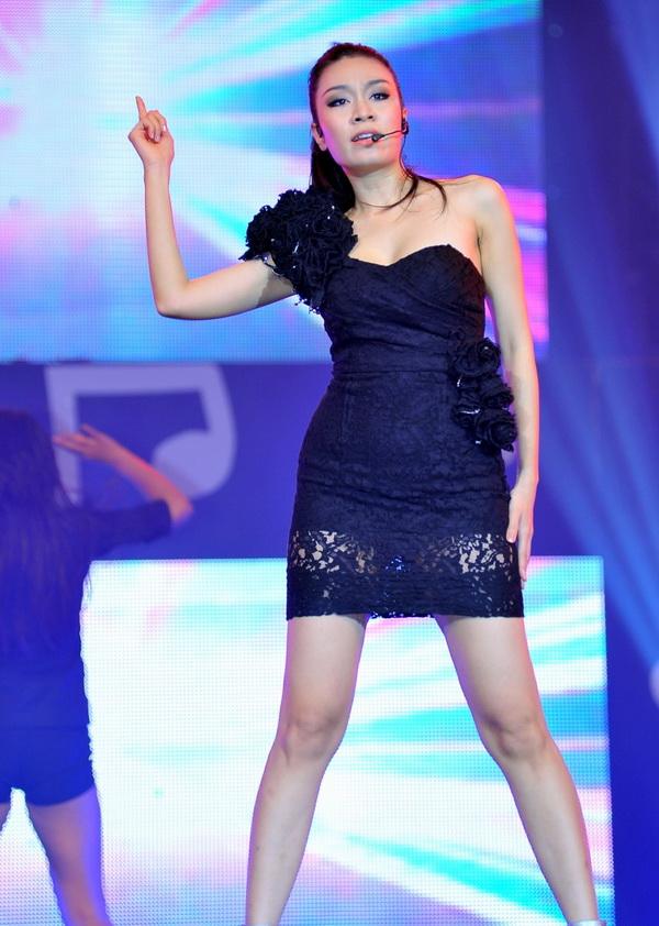 Đọ sắc 2 cô cháu gái chân dài siêu gợi cảm của Lam Trường - 7