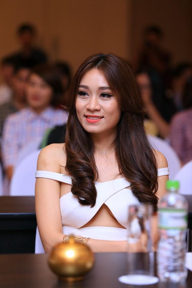 Đọ sắc 2 cô cháu gái chân dài siêu gợi cảm của Lam Trường - 9